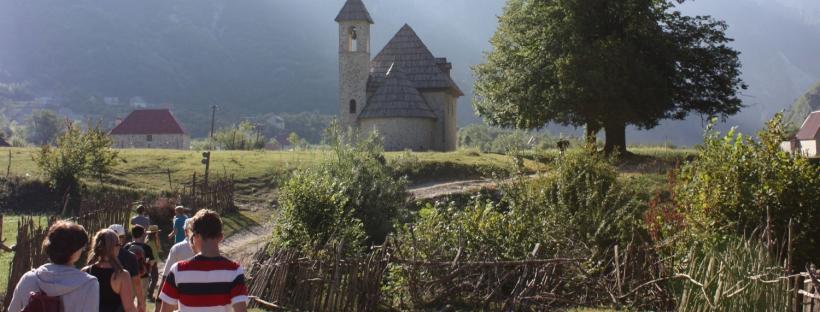 Kirche im Bergdorf von Thethi (Foto: Johannes Klein)
