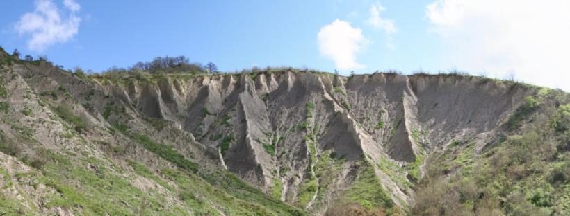Abb. 7: Calanchifläche in der Nähe von Bagnoregio. Trotz der unterschiedlichen Sedimentzusammensetzung ist die Erscheinungsform denen der Reißen in den Alpen recht ähnlich (Quelle: eigene Aufnahme 2012).