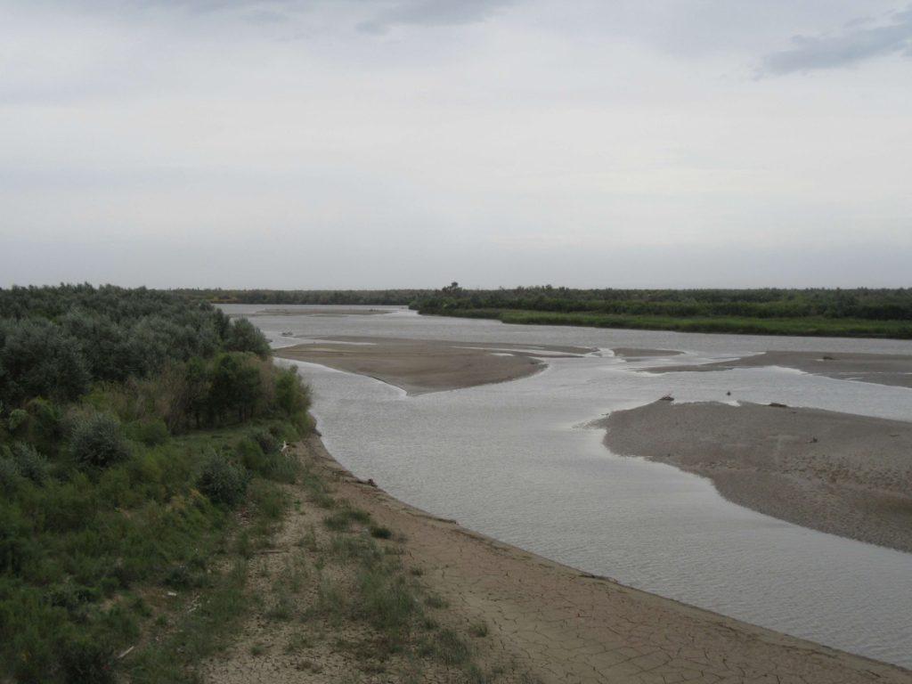 Der Ile-Fluss auf der Brücke zwischen den Orten Shonzy und Koktal. Es herrschten starke Winde. ©Teresa Schlemmer